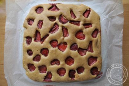 Ekspresowe proste ciasto z truskawkami