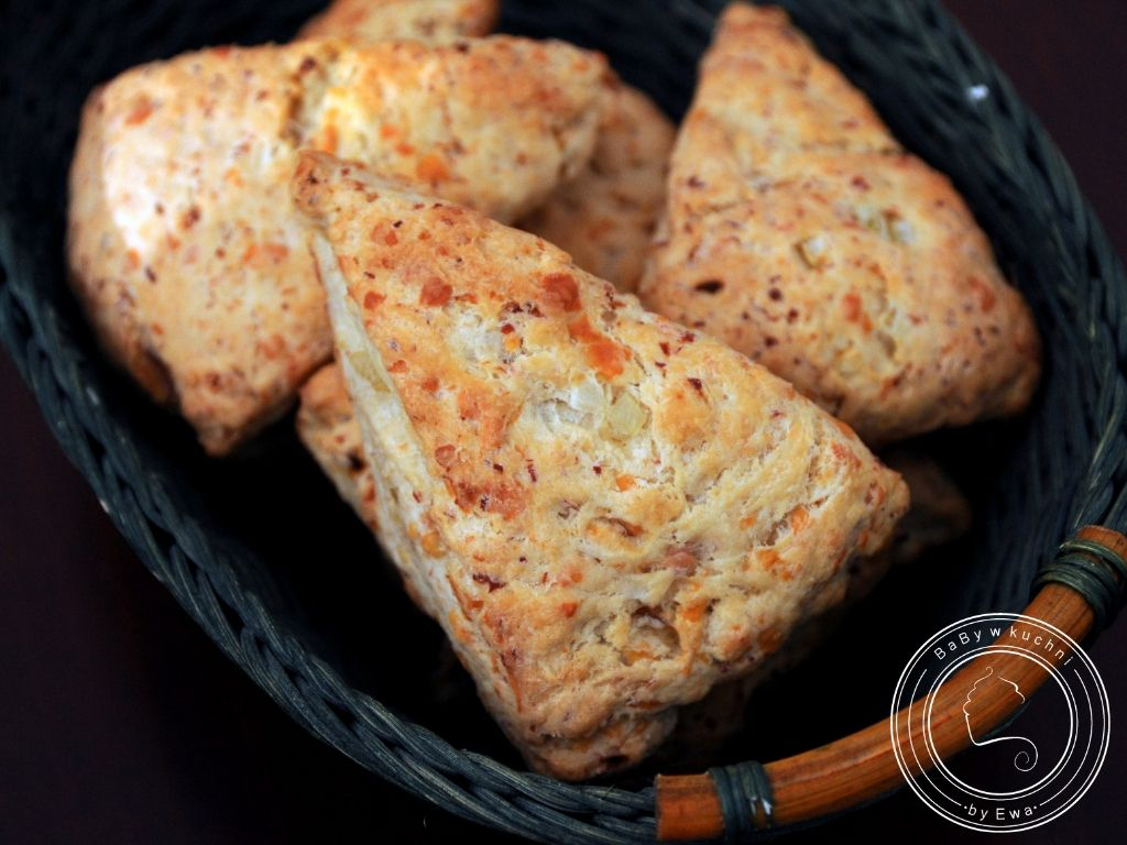 Sconesy z szynką i serem