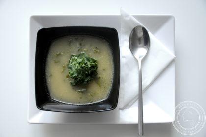 Caldo verde ziemniaczana zupa z jarmużem
