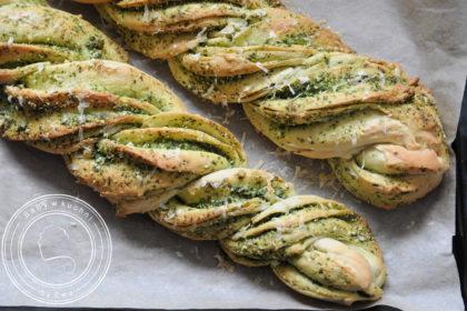 Chleb pleciony z pesto