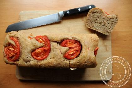 Chleb z pomidorami na zakwasie