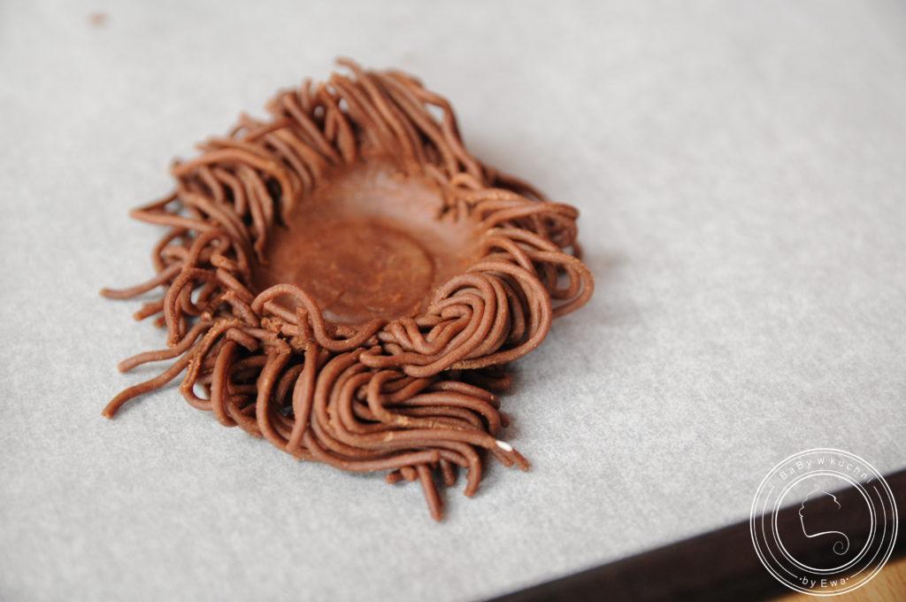 Kakaowe gniazdka z kokosem na Wielkanoc