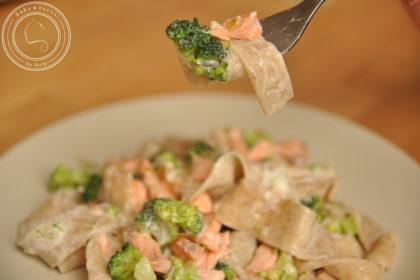 Tagliatelle z łososiem i brokułami
