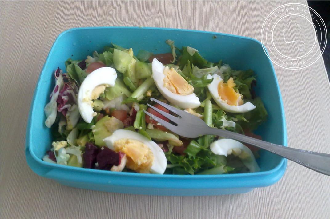 Fit sałatka z awokado i jajkiem