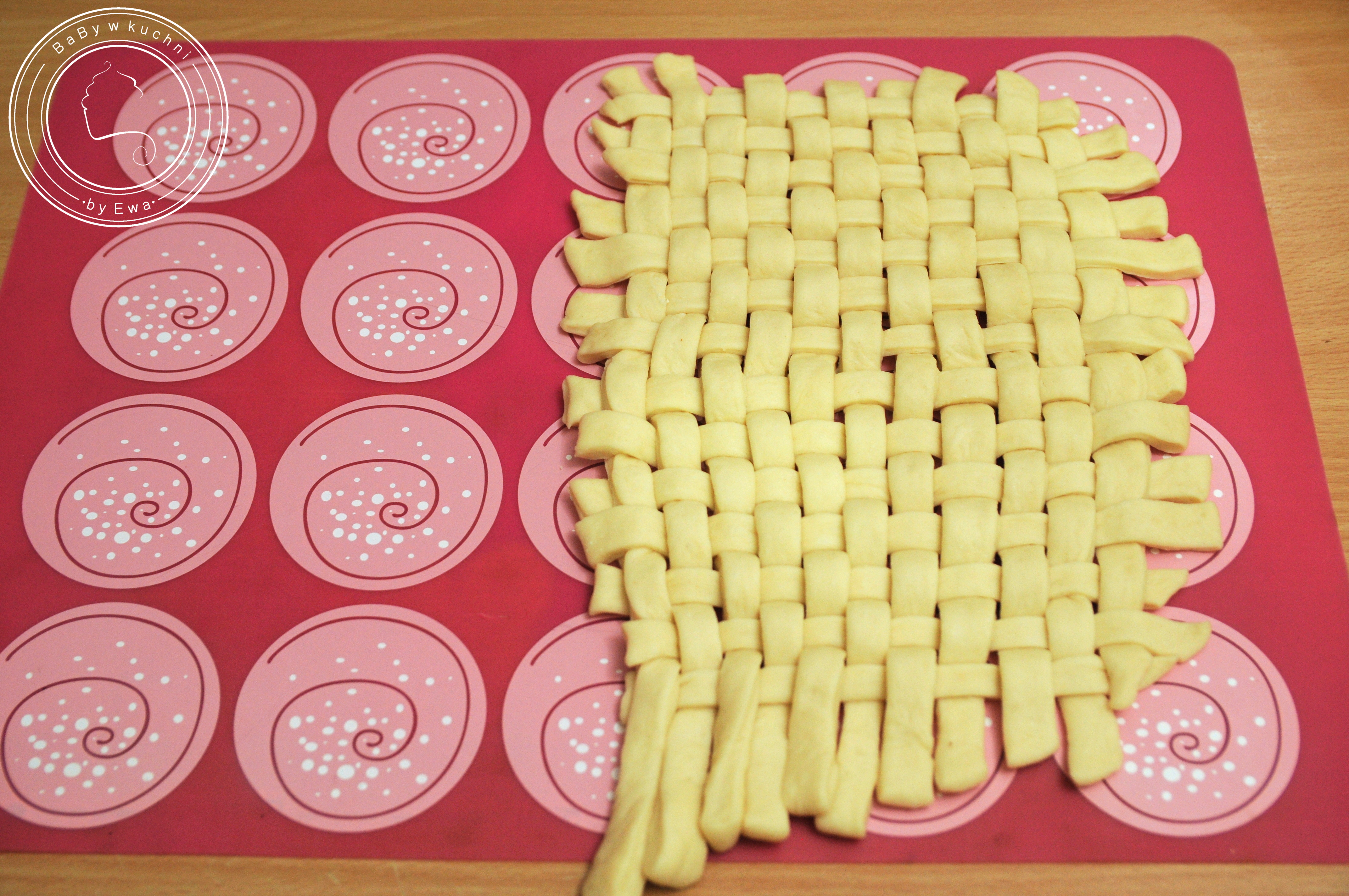 Chlebowe miseczki na sałatkę