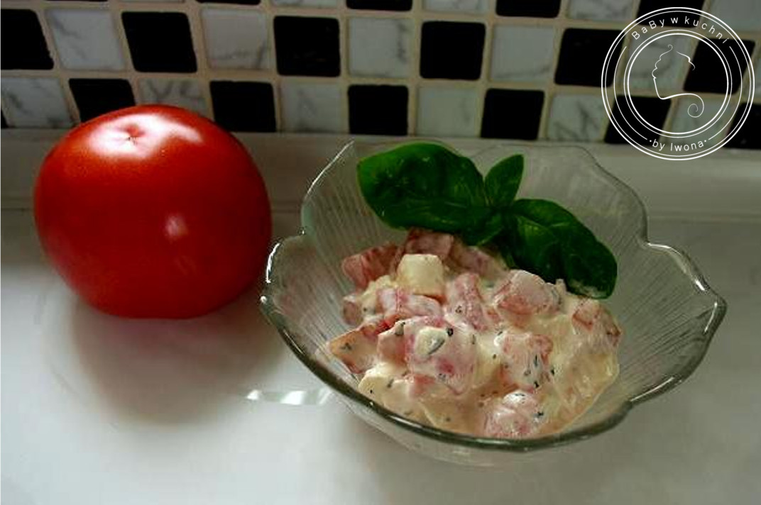 Sałatka z mozzarellą i pomidorem