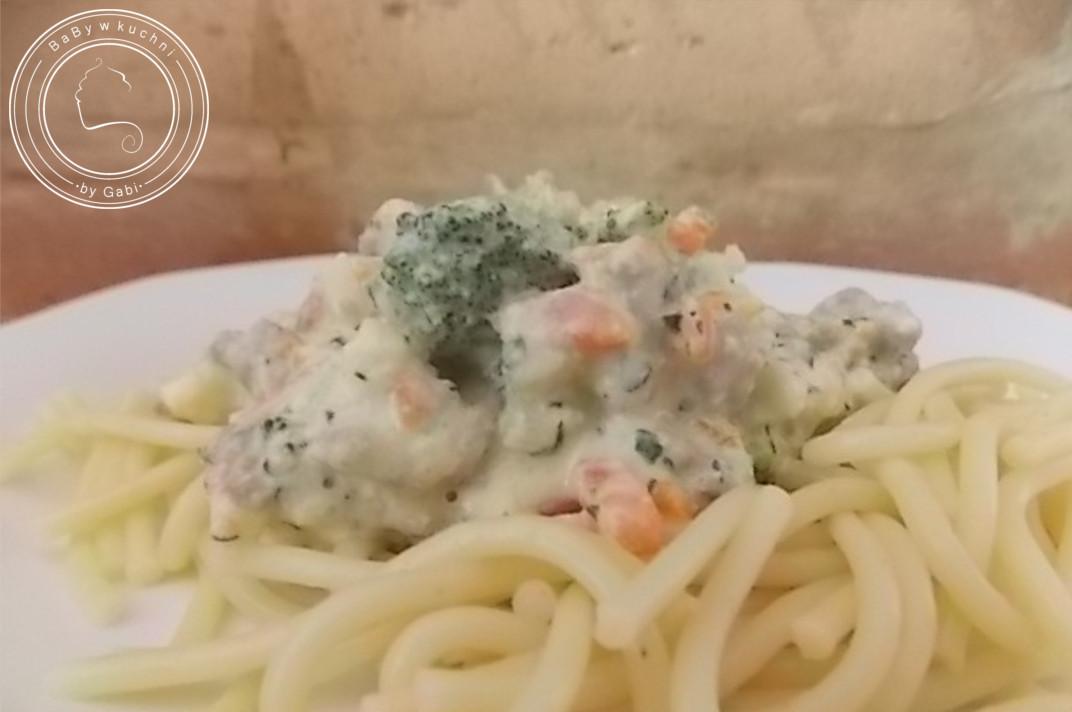 Spaghetti z sosem śmietanowo-serowym