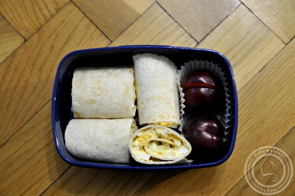 Lunchbox drugie śniadanie do szkoły rollsy z tortilli z pastą jajeczną