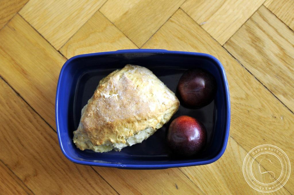 Lunchbox drugie śniadanie do szkoły sconesy z brzoskwiniami