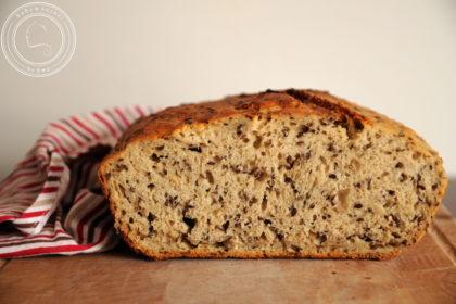 Chleb na zakwasie z siemieniem lnianym
