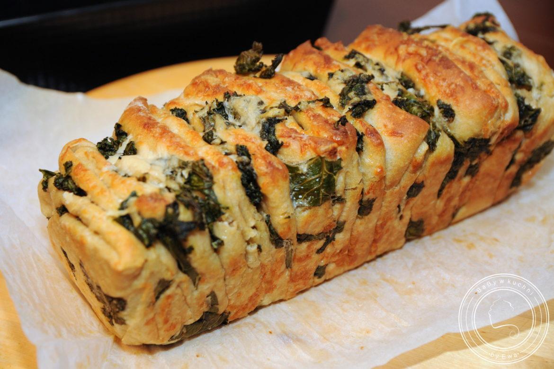 Chleb odrywany z jarmużem