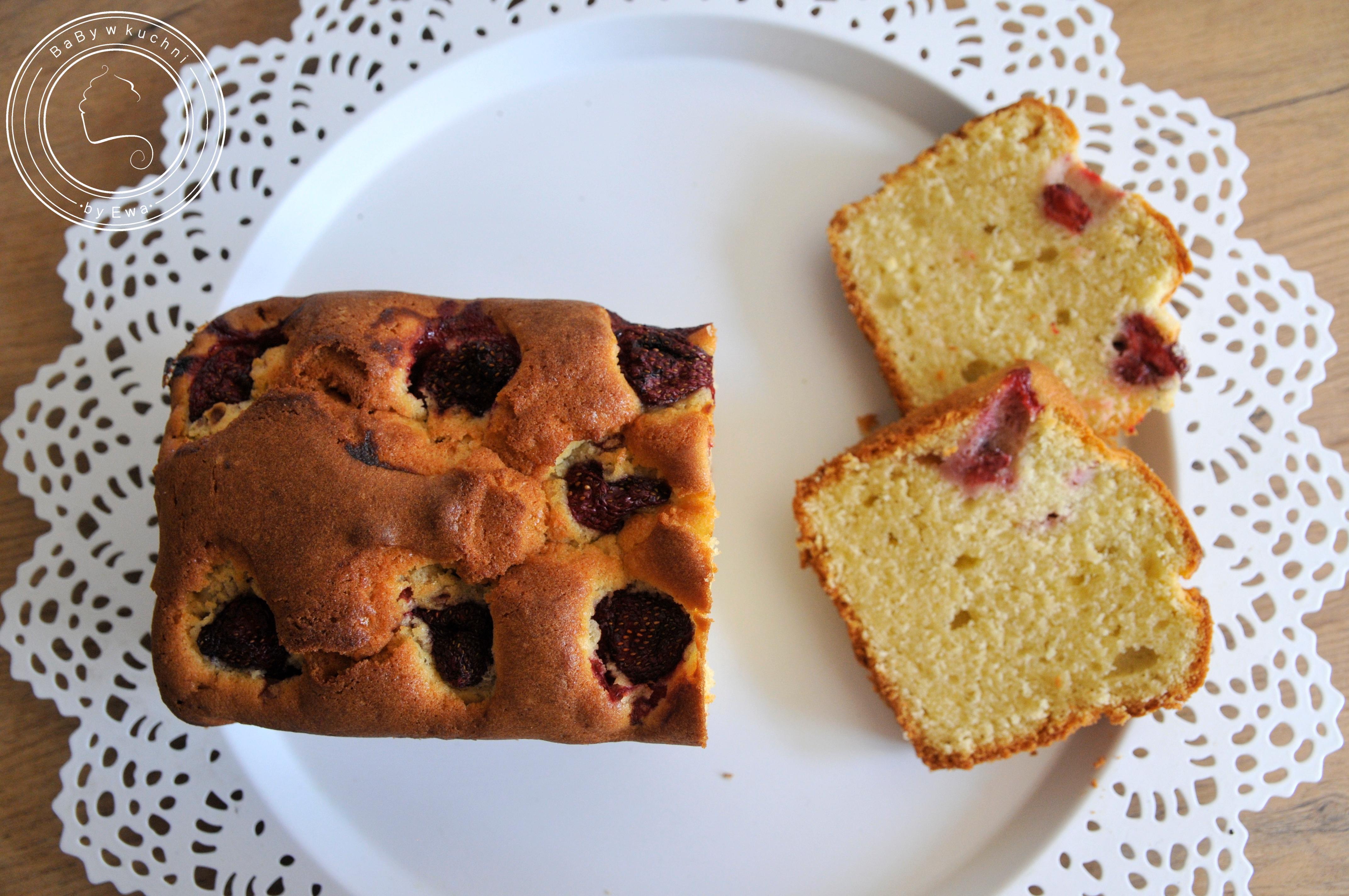 Ciasto z awokado i truskawkami