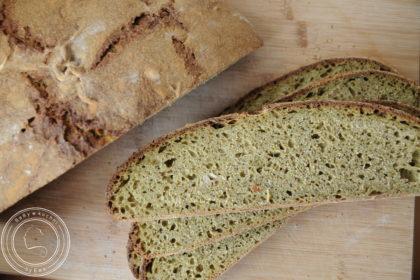 Chleb z jarmużem na zakwasie