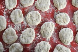 Batbout, czyli chlebki z kaszy manny