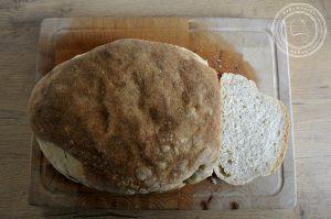 Chleb z mąki i wody na zakwasie